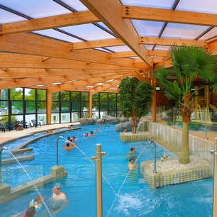 Camping le palace soulac gironde for Camping golf du morbihan piscine couverte